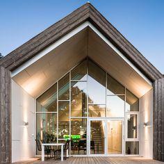 Link Arkitektur : Øvre Tomtegate 7 - ArchiDesignClub by MUUUZ - Architecture & Design Architecture Design, Facade Design, Building Architecture, House Extension Design, House Design, Loft Design, Norwegian House, Wooden Facade, Dressing Room Design