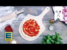 Kleine Häppchen sind auf Partys und als Snack zwischendurch beliebt. Mini-Pizzen lassen sich mit verschiedenen Zutaten belegen – ein Rezept, viele Ideen! Mini Pizza, Antipasto, Partys, Vegetarian Pizza, Pizza Bake, Vegetarian Lunch, Appetizer
