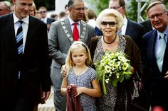 Koningin Beatrix en prinses Amalia wonen de Europese Kampioenschappen Dressuur in Rotterdam bij.