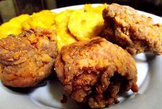 """Receta dechicharrones de pollo dominicanos ¡Hola a todos! Hoy les traigo una receta muy típica, muy tradicional y muy consumida en la República Dominicana: El """"pica pollo"""", los """"chicharrones de po…"""