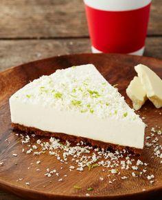 Limetkový cheesecake s bílou čokoládou a karamelovými sušenkami Sweet Desserts, No Bake Desserts, Sweet Recipes, Czech Recipes, Healthy Cake, Mini Cheesecakes, Desert Recipes, Cheesecake Recipes, No Bake Cake