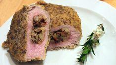 Questo piatto a base di arista di maiale, patate e funghi, può essere preparato anche con un giorno di anticipo. E' un'ottima proposta anche per le feste natalizie. Preparazione del ripieno Ammolliamo i funghi porcini in acqua tiepida per 30 minuti. Tagliamo le patate a cubetti piccolissimi e cuociamole in una padella aggiungendo uno...