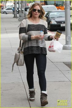0a746f5c995 Photo Hilary Duff steps out to grab some food and run errands on Monday  (March in Beverly Hills