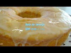 Ingredientes:  - 2 xícaras de suco de laranja natural  - 1 e 1/2 xícaras de açúcar  - 1/2 xícara de amido de milho da Yoki  - 2 e 1/2 xícaras de farinha de trigo  - 1/2 xícara de óleo  - 1 colher (sopa) de fermento em pó   Calda :  - 4  colheres (sopa) de suco de laranja - 80gr de açúcar de confeiteiro da Arcólor