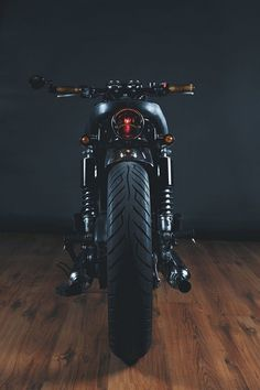 Kawasaki W650 Brat Style - MotoVida