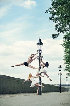Ballerinas on a lamppost. For more Pole Dance, visit http://pole-acrobatics.info