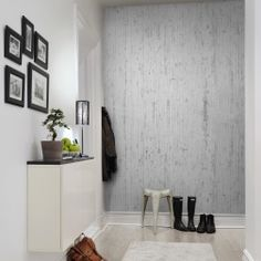 A really cool wallpaper that mixes white painted planks and concrete with a feeling of lime washed walls. Rough and tough!