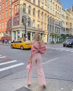 Hip Hop Vintage Informations sur Pink Bow Outf . Cute Fashion, Look Fashion, Runway Fashion, High Fashion, Fashion Beauty, Fashion Outfits, Womens Fashion, Fashion Design, Fashion Trends