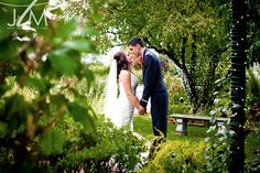 The Silver Lake Country Club has gorgeous gardens that make the perfect backdrop for wedding photos.