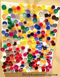 colagem na tela com tampinhas coloridas