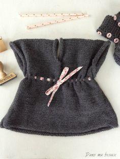 Tricot : détails robe Layette pour petite fille Couleurs : gris, liberty rose Modèles Phildar www.dansmabesace.com