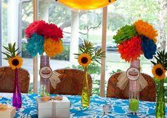 décoration de table pour une fête thème mexicain: fleurs en papier et tournesols