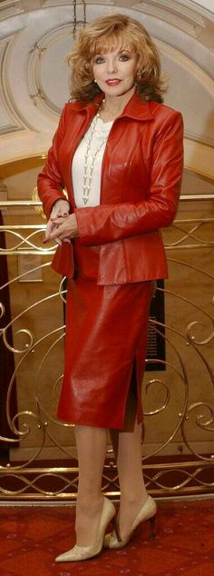 Dame Joan Collins still beautiful in red leather suit Red Leather Dress, Leather Dresses, Leather Skirts, Miss Collins, John Collins, Dame Joan Collins, Latex Dress, Nyc, Sexy Older Women