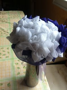 Ramo reversible por un lado blanco  y morado con flores de tela de Algodón de Luna.Ramos  de flores de tela personalizados para novias.   Hand made bridal, wedding bouquet.  informacion@algodondeluna.com         +34606619349  www.algodondeluna.com