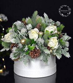 Winter Floral Arrangements, Christmas Flower Arrangements, Floral Centerpieces, Christmas Flowers, Christmas Wreaths, Christmas Crafts, Christmas Candle Decorations, Flower Decorations, Deco Floral