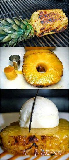 Piña asada con helado de vainilla