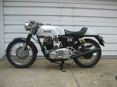 Norton Commando Combat Cafe Racer - Left Side