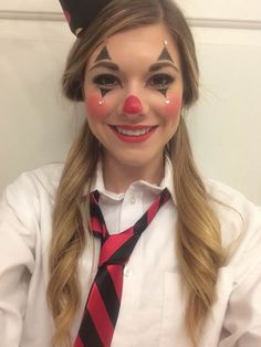 Söta Clown Makeup Craft Ideas 2018 Fasching 2019 - Lilly is Love Cute Clown Costume, Cute Clown Makeup, Mime Makeup, Circus Costume, Costume Makeup, Female Clown Costume, Fall Makeup, Maquillage Halloween Clown, Halloween Makeup Clown