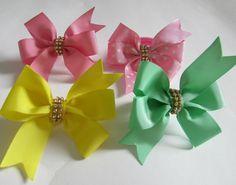 Kit com 4 laços de fita de gorgurão nas cores rosa, amarelo e verde.   tamanho de cada laço: 8,5 cm aproximadamente