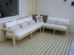Pallet Outdoor Furniture Outdoor Sofa Made From Pallet Wood - How to design an outdoor sofa and get the ergonomics right for maximum comfort. I made this one out of pallet wood and regular carpentry skills, but you could e… Outdoor Furniture Plans, Pallet Furniture, Outdoor Sofa, Outdoor Decor, Outdoor Pallet, Outdoor Games, Sofa Furniture, Outdoor Ideas, Furniture Ideas