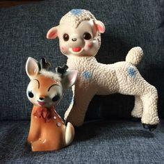mouton pouet , jouet à tirer dont il manque les roues ...ledraplastic. tirelire faon