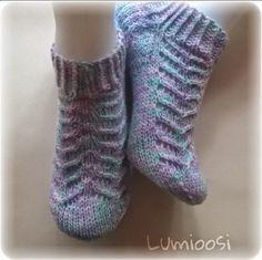 Lumioosi: Pitsisukka Knitting Socks, Hand Knitting, Crochet Slippers, Drops Design, Fingerless Gloves, Arm Warmers, Picsart, Wool, Sneakers