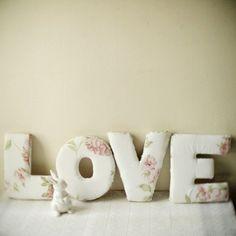подушки в виде слова love - идея подарка парню или девушке
