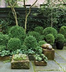 julianne moore garden - box (architectural digest)