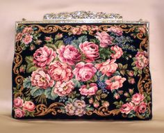 "The Vienna family handicraft shop ""Petit Point"" (Petit Puin) is already about 100 years old. Beaded Purses, Beaded Bags, Vintage Purses, Vintage Bags, Tapestry Bag, Floral Bags, Purse Patterns, Vintage Embroidery, Le Point"