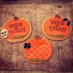 Made with SweetStamp cupcake and cookie embosser and SweetSticks edible art paint. Halloween Trick Or Treat, Pumpkin Cookies, Edible Art, Cupcakes, Stamp, Sugar, Treats, Sweet, Desserts