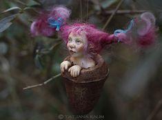 Chica Pixie Hanna decoración hecha a mano color rosa de por chopoli