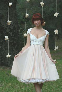 Avalon Peach Chiffon with Magnolia off White Convertible Wrap Dress. its 3 of my favorite dresses in full style skirt, flowy chiffon, and convertible wrap! Pretty Dresses, Beautiful Dresses, Gorgeous Dress, Moda Pinup, No Ordinary Girl, Estilo Glamour, Estilo Fashion, Vestidos Vintage, Bridesmaid Dresses