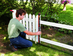 Alluring Front yard fence landscaping ideas,Garden fence gate diy and Fence ideas houzz. Picket Fence Garden, Wood Picket Fence, White Picket Fence, Garden Fencing, Rustic Fence, Brick Fence, Concrete Fence, Bamboo Fence, Cedar Fence