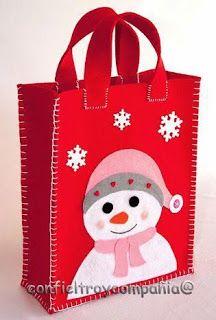 10 Ideas bonitas para hacer bolsas navideñas con fieltro ~ lodijoella Christmas Projects, Felt Crafts, Holiday Crafts, Fabric Crafts, Sewing Crafts, Christmas Gift Bags, Christmas Sewing, Felt Christmas, Christmas Ornaments