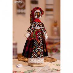 """Кукла-мотанка """"Подолянка"""" Лялька-мотанка - українська народна лялька, символ жіночої мудрості, родинний оберіг. Мотанка виконується виключно шляхом намотування, не має обличчя і несе в собі тепло людських рук, любов і турботу, з якою створена."""