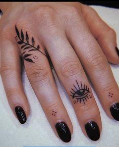 Finger Tattoo For Women, Small Finger Tattoos, Finger Tattoo Designs, Hand Tattoos For Women, Finger Tats, Henna Tattoo Designs, Tattoo Ideas, Tattoos For Fingers, Womens Finger Tattoos