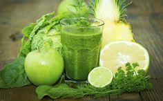 Dat schuimend groene drankje is 'echt levend tarwegrassap', aldus de verkopers op de markt. Waar of niet waar?