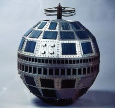 Advances in electronics and rocketry led to the 10 July 1962 launch of Telstar, a spherical, cast-aluminium satellite with 72 solar panels on its surface. Designed and built to relay television programmes between the United States and Europe, Telstar transmitted pictures for the first time from New York to Pleumeur-Bodou on 11 July. It orbited at a low altitude (5,636 km) and could only make short transmissions (around 45 minutes).