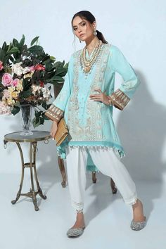 Latest Pakistani Dresses, Latest Pakistani Fashion, Pakistani Dress Design, Latest Fashion Trends, Autumn Fashion Classy, Autumn Fashion For Teens, Stylish Suit, Stylish Girl, Medium Size Shirt