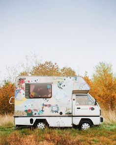 From gate-crashing hat-making festivals to high-altitude sat-Nav clangers we learn about life on the road with the mobile milliner @maryjanemakes. Take a look inside this crafty camper van in #molliemakes issue 63 out now! bit.ly/molliemakes63 by molliemakes