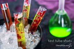 Mind Eraser and Frankenstein's blood Halloween test tube shots. The drops of red food gel makes it have that blood effect. Halloween Shooters, Halloween Cocktails, Halloween Party Decor, Halloween Treats, Halloween Fun, Spooky Treats, Halloween Desserts, Halloween Horror, Bar Drinks