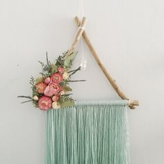 Ribbon Mobile, Botanical Decor, Arts And Crafts, Diy Crafts, Boho Wall Hanging, Dream Catcher Boho, Antique Lace, Dried Flowers, Triangle