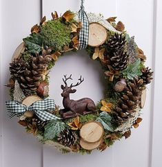 Christmas Crafts To Make, Indoor Christmas Decorations, Christmas Arrangements, Christmas Centerpieces, Holiday Crafts, Christmas Ornaments, Deco Wreaths, Xmas Wreaths, Natal Diy