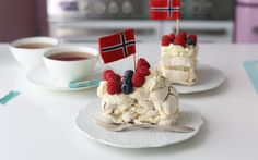 Meringue Roulade, Meringue Cake, New Recipes, Cake Recipes, Dessert Recipes, Desserts, Lemon Frosting, Norwegian Food, Budapest