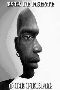 ¿Está de frente o de perfil?