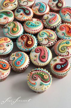 Paisley Cupcakes - Cute idea for a Colorful Paisley Wedding! Cute Cupcakes, Wedding Cupcakes, Cupcake Cookies, Dessert Wedding, Birthday Cupcakes, Indian Cake, Indian Wedding Cakes, Indian Weddings, Pretty Cakes
