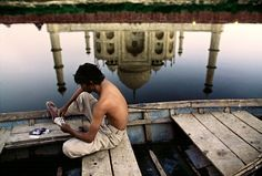 Lovely reflection of Taj Mahal, Steve McCurry, India National Geographic, Color Photography, Street Photography, Travel Photography, Steve Mccurry Photos, People Around The World, Around The Worlds, Namaste, Vivre A New York