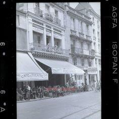 POITIERS - 1940 Café de la Paix et le Café du Théâtre sous l'occupation, photographie professionnel prise par l'occupant.