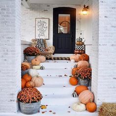 Countdown has begun at our house. Cutie festive porch by kindred vintage. Gorgeous white washed brick with colorful fall foliage, pumkins and contrasting front door to add a bit of pop. 🎃🕸🍂🧡 #fall #sconce #outdoordecor #autumn #pumpkins #lighting #interiordesign #rustic #rusticglam #fall #falldecor #falltones #frontporchfalldecor #fallporchfalldecor #frontporchfalldecorfarmhouse #frontporchfalldecorideas #whitewashbrick #pumpkinsandmums