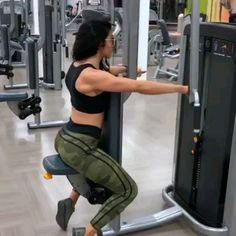 🔥🔥 Awesome shoulder workout video for women. This gym workout routine will tone and sculpt your shoulders. Awesome shoulder workout video for women. This gym workout routine will tone and sculpt your shoulders. Fitness Video, Fitness Tips, Fitness Motivation, Health Fitness, Gym Motivation Women, Fitness Journal, Fitness Studio, Fitness Goals, Fitness Workouts